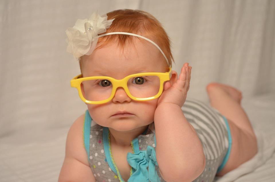Cum să oprești dezvoltarea miopiei la un copil