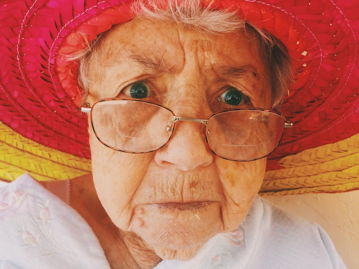 Breaking News! In viitor degenerescenta maculară legată de vârsta s-ar putea trata cu picături...sau altceva.